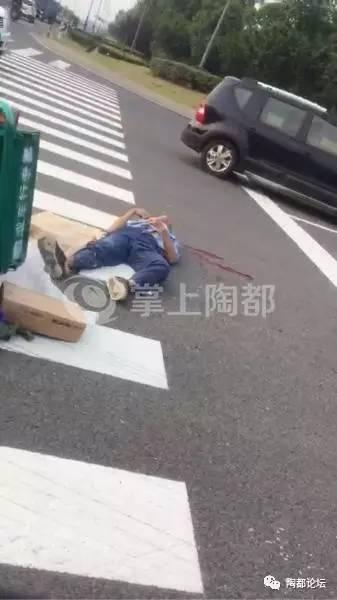 网友爆料   昨天下班期间宜兴104国道往西花园方向发生车祸,三轮