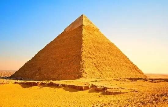 科技 正文  大金字塔塔底为正方形,四边正好对着东南西北四个方向