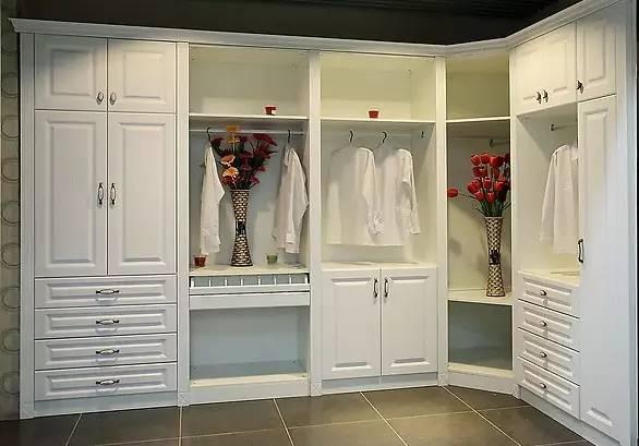 时尚 正文  帝凯斯非衣柜类的产品包括书柜,电视柜,酒柜,展示柜