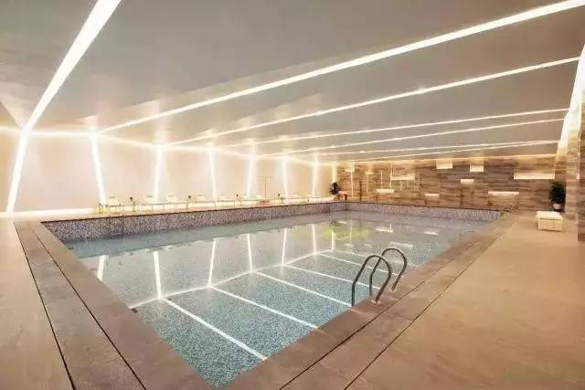 室内恒温泳池,儿童剧场,台球室和健身房