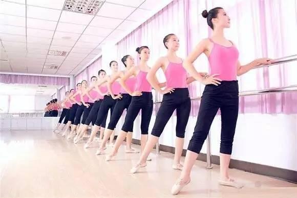形体舞蹈梦千年之恋_轻舞飞扬大学生形体舞蹈开班啦!