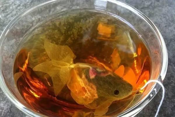 把茶包做成金鱼的形状