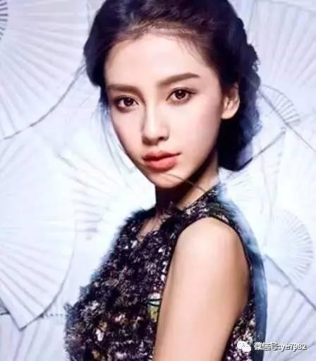 杨颖,在《跑男》中也露过素颜,没有任何偶像包袱,然而让观众大跌眼镜