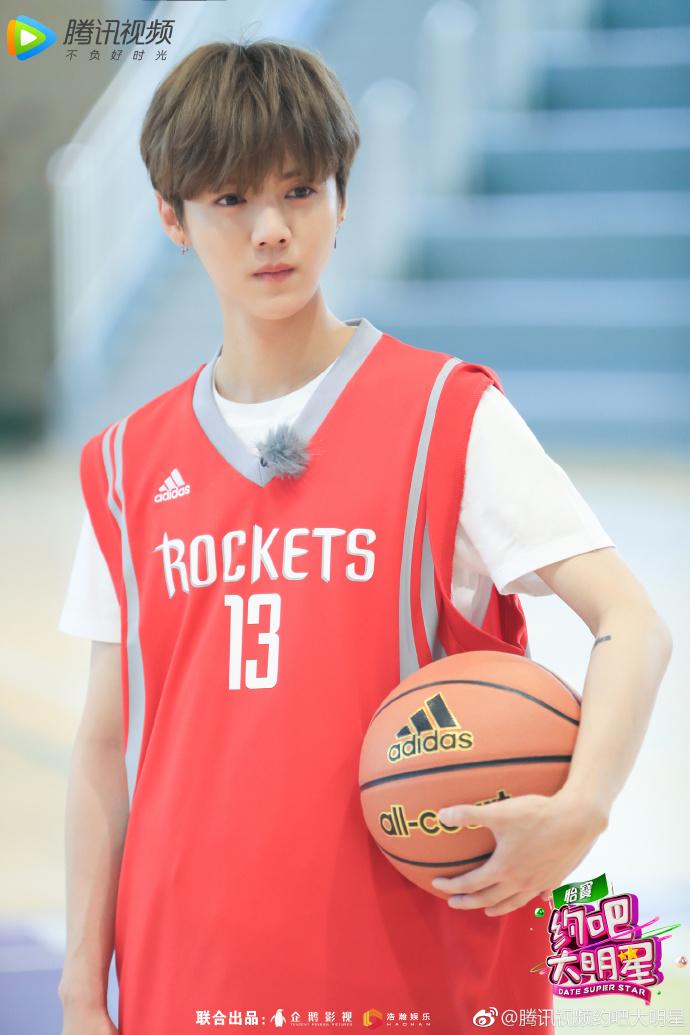 惊喜迎来大咖马布里,万事帮成员李晨 ,鹿晗,乔欣穿上篮球背心上球场图片