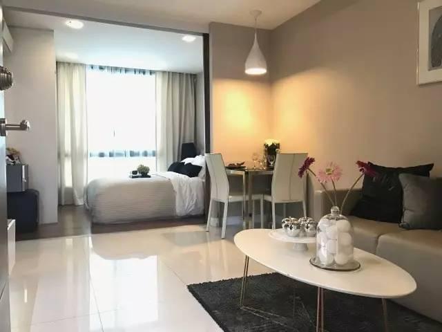 原標題:【期房】首付6萬人民幣輕松入手Sukhvmivt公寓、BITEC會展中心附近,真正的輕軌公寓 開發商簡介 The Metropolis Samrong Interchange Condo 由泰國本土開發商Metropolis開發,項目位于BTS線Sukhvmivt線第E15站(Samrong)該開發商早期主要以開發曼谷本土別墅社區為主。目前公寓項目是該公司首個項目,該項目土地為開發商早期自持有。    項目簡介 該項目一共有A、B、C叁棟公寓樓組成,其中D棟為小區停車場,目前A棟已全部售罄。小區一