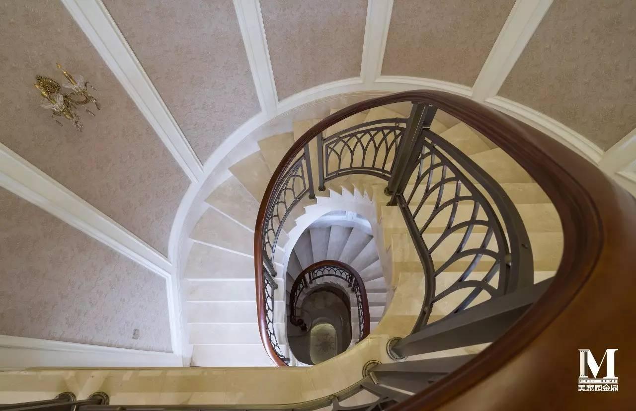 欧式楼梯下边柜子图片