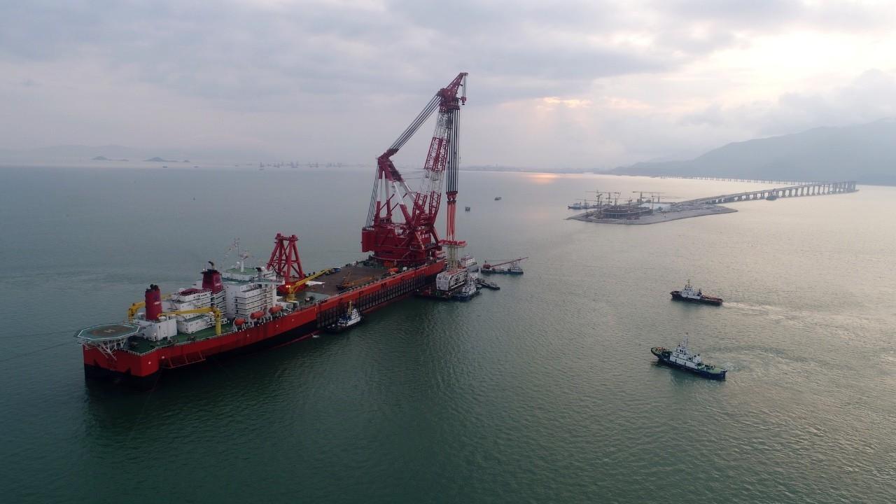 七年磨一剑 港珠澳大桥岛隧工程海上施工圆满完成