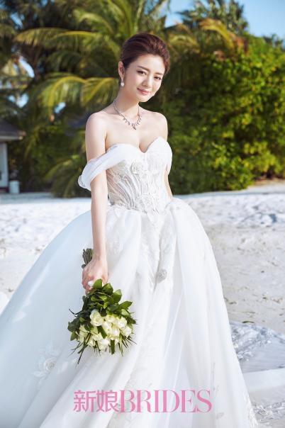 安以轩自曝当初竟被铁丝圈求婚!婚后戴DR钻戒拍大片一脸甜蜜