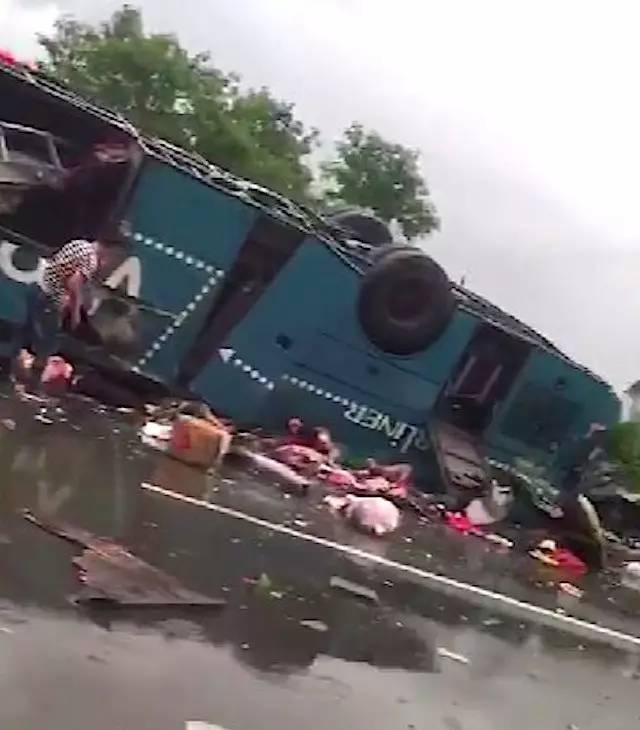 惨烈,广河高速车祸已致19人死亡,惠州出动直升机救援