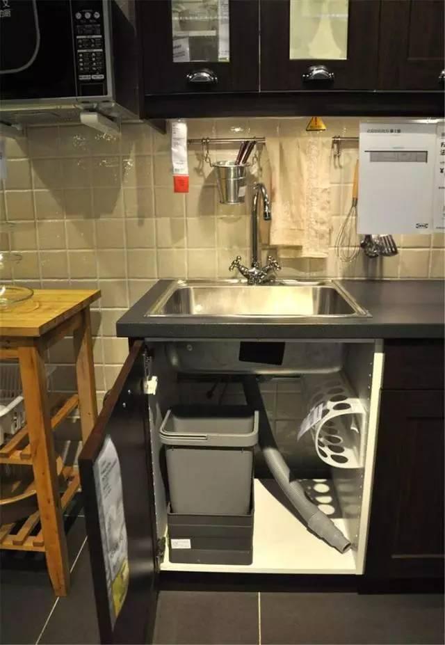 小小的变化可以让零散的厨房小物井井有序哦~ 厨房面积小,把垃圾桶图片