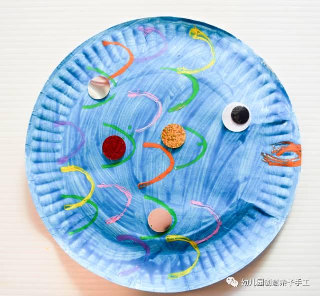 手工制作:用纸盘和蛋糕托制作的小鱼儿,游过来啦!