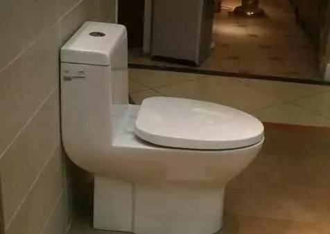 【百科】马桶冲水箱上的两个按钮,应该怎么按?