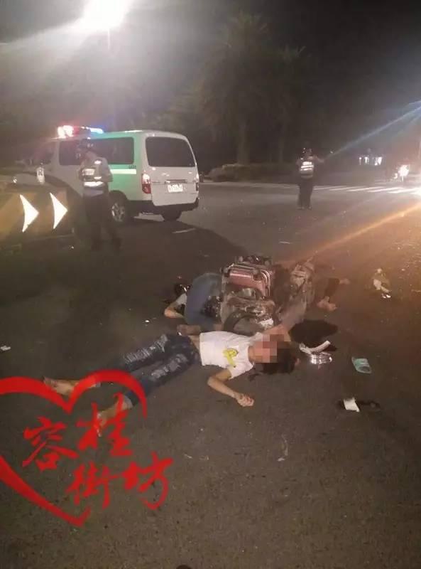 容桂高黎市场旁发生恐怖车祸,三人倒在血泊中