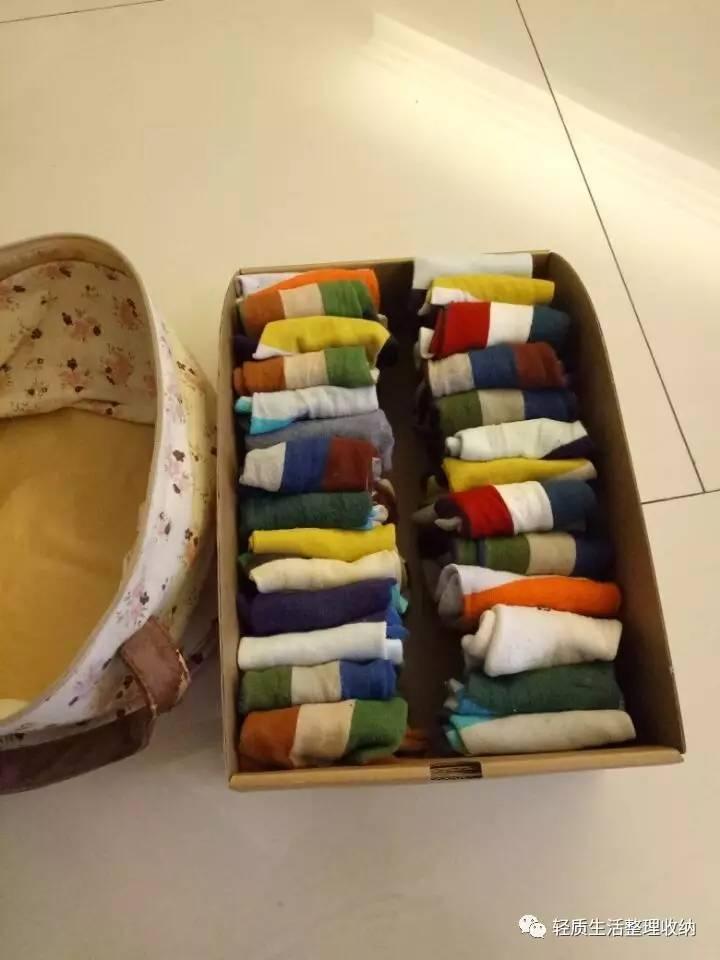 袜子的叠法还可以在略平整些,之前的就是打结法,这种状态下的袜子是得