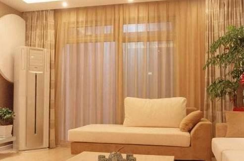 采用麻制或涤棉布料 配合如米黄,米白,浅灰等浅色调 欧式风格中,窗帘