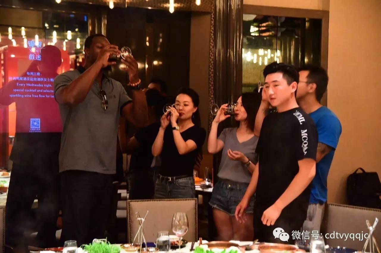 预告丨19岁成都传奇助力nba剪纸本华莱士来中国为圆他手把手教大家少年迎春节图片