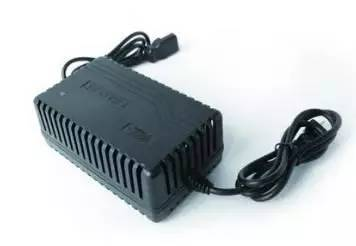 建议到专业电动车售后维修店更换优质品牌充电器,保证充电质量,延长