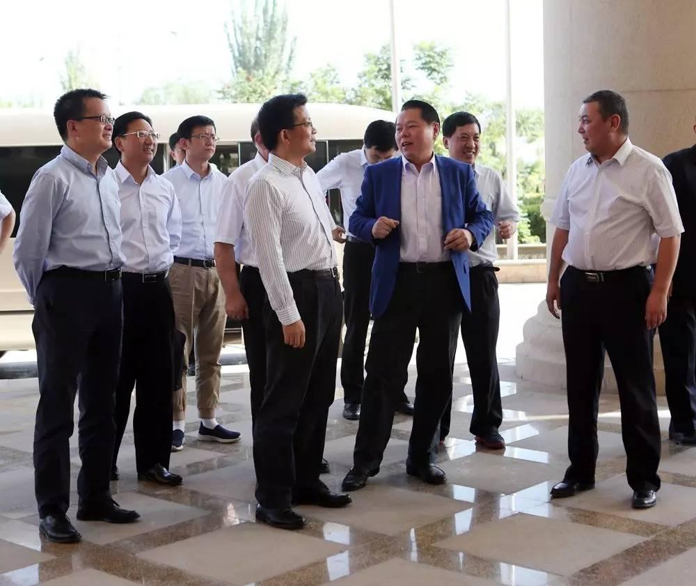 上海市副市长时光辉一行考察南疆环球港