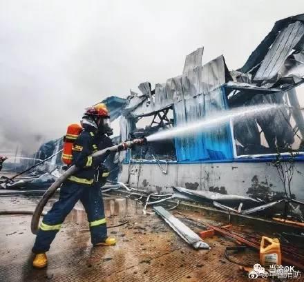 当涂年陡示范园区物流仓库发生火灾!冲在最前面的这群人图片
