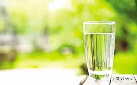 杯子和水的爱情故事杯子和水的爱情故事