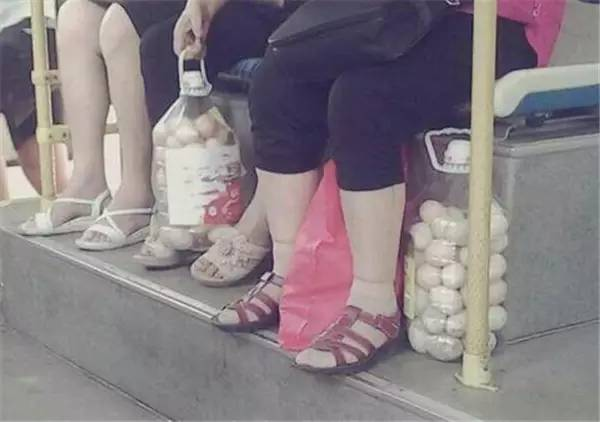 鸡蛋是怎么装…装进油桶的?红安劳动人民真是太有才了