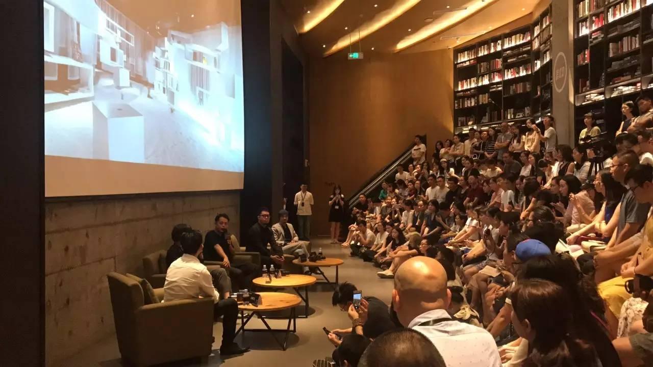 青山周平在亚洲书店论坛活动现场