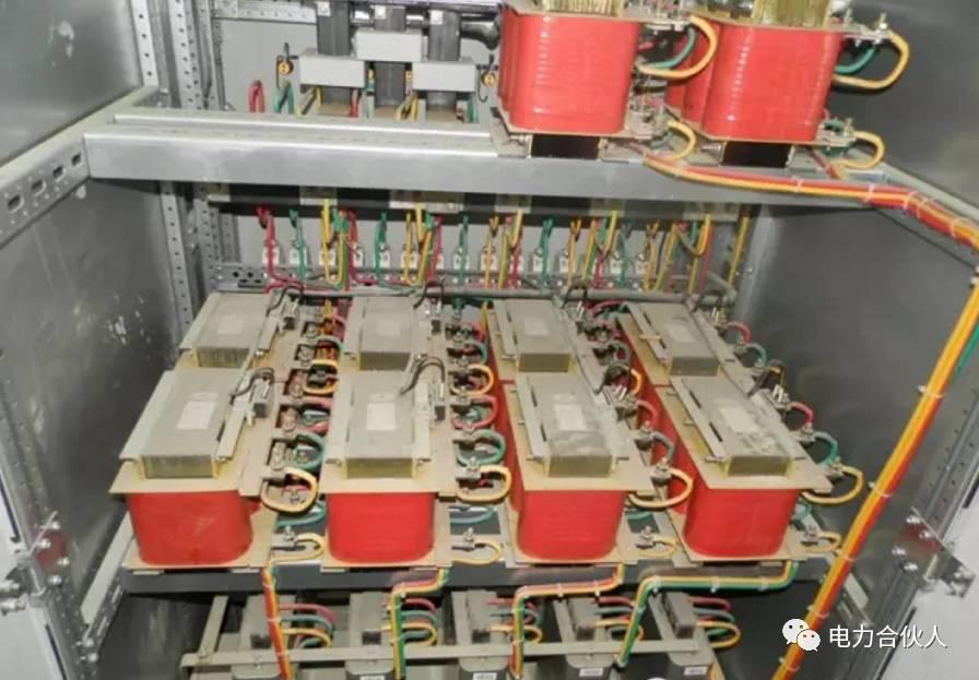 作用:控制电容器的投切时间及顺序.