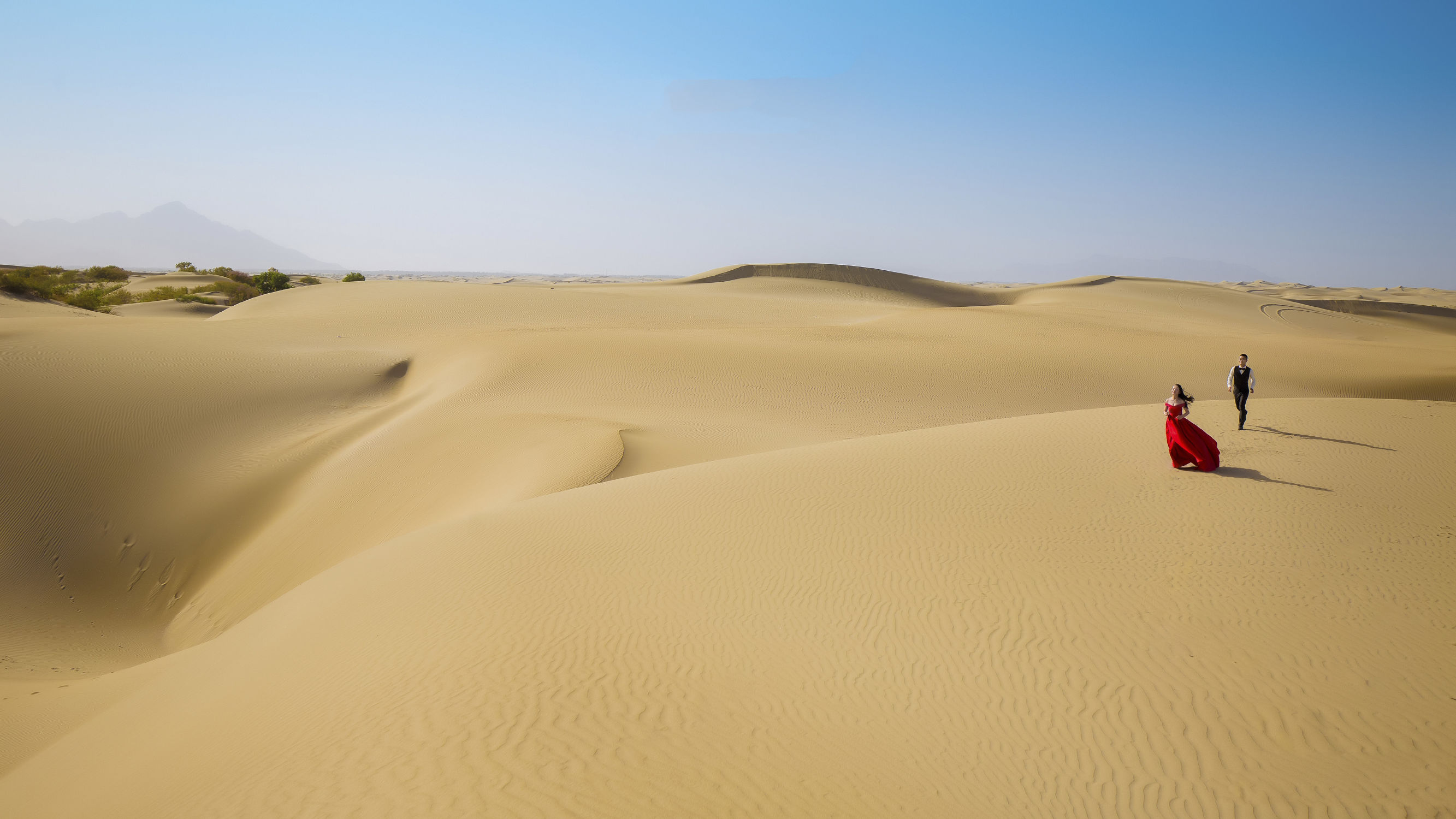 新疆沙漠旅拍千里金草滩一份独特的摄影记忆