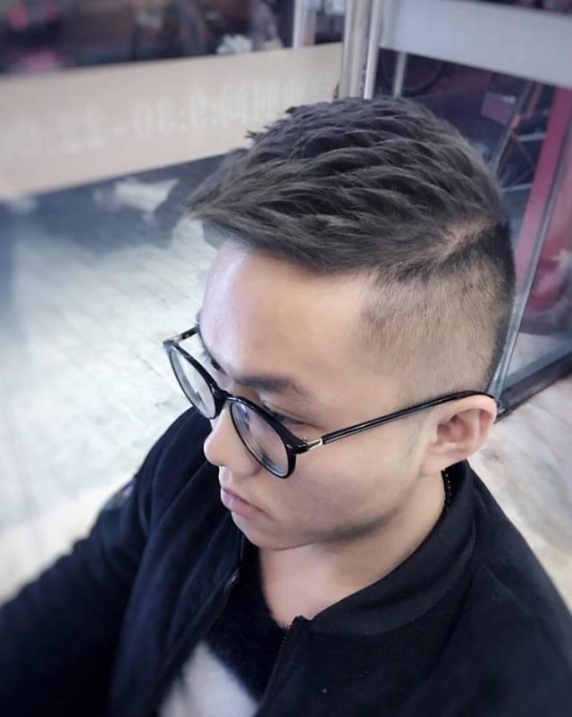 发型欣赏——最流行男发18款