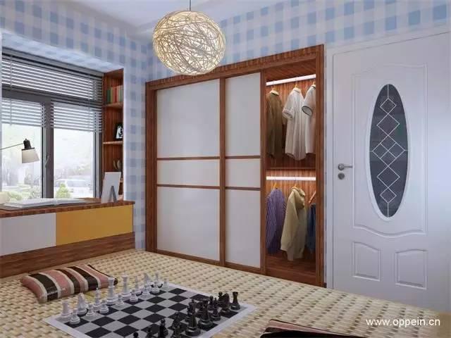 趟门衣柜内嵌,床头设置成书桌柜组合,高柜利用墙面空间,飘窗榻榻米