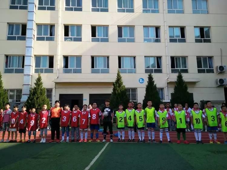 小学�:)~�7��.�_你好,足球新星们!——甘泉县第二小学第一届校园足球联赛