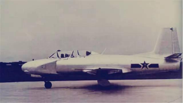这架飞机起飞后, 他又设计了我国第一架超音速飞机——强5, 后来他