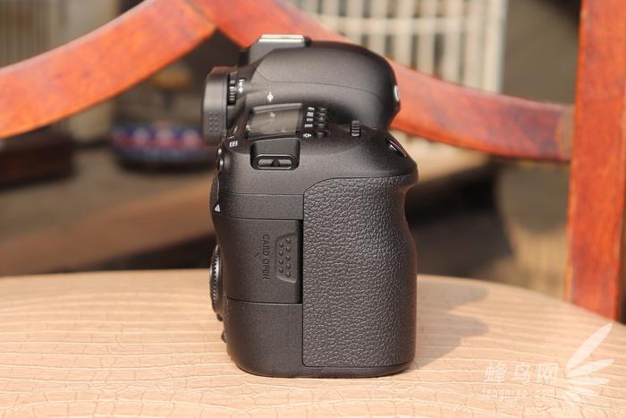 佳能eos 6d mark ii相机侧面外观设计图片