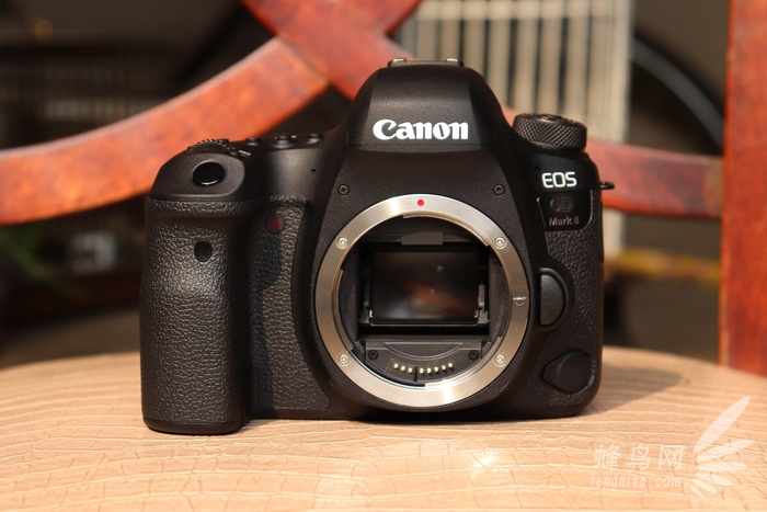 佳能eos 6d mark ii相机正面外观设计图片