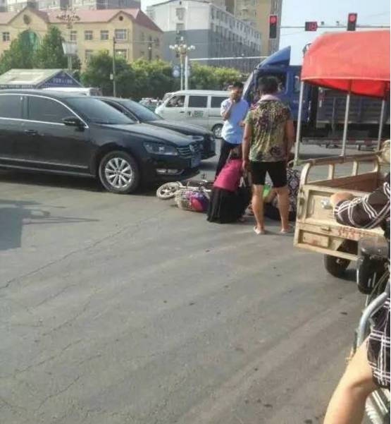 魏县老加油站十字路口 发生一起事故