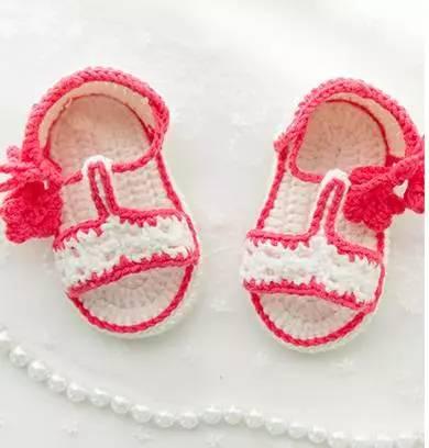 对宝宝的呵护 从一双小鞋子开始吧 夏日必备的手编凉鞋 透气的同时
