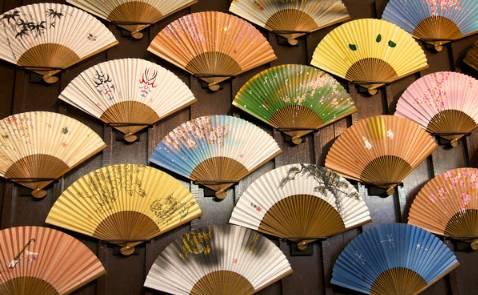 教育 正文  清凉一夏  手绘扇子diy 为爱红芳满砌阶, 教人扇上画将来.