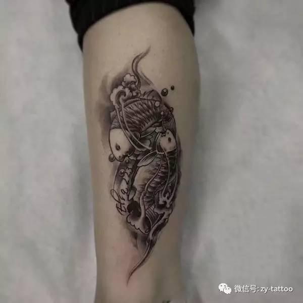 后背双鱼座纹身图案