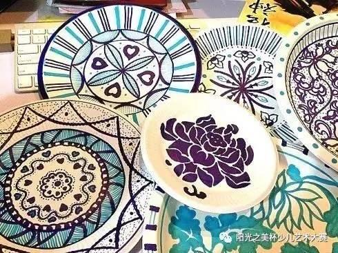 文化 正文  ——  纸盘青花瓷 —— 说起中国风,有什么能比青花瓷更