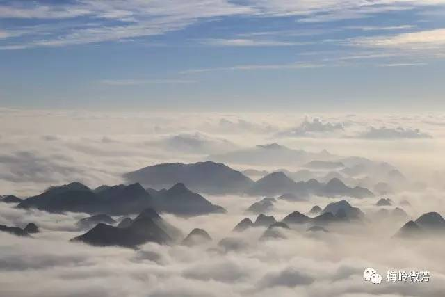 旅游正文梅花山旅游景区位于贵州省六盘水市境内距六盘水市中心10