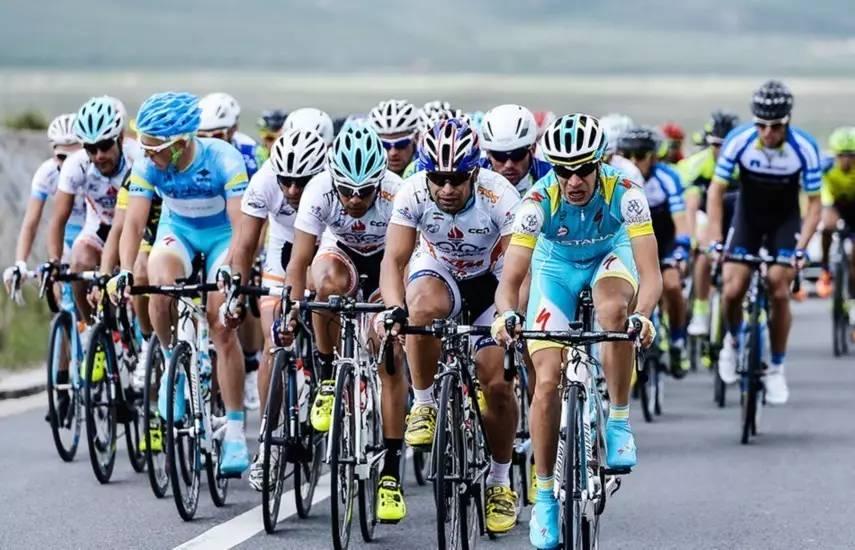 天呐 他们居然骑着自行车来贵德了图片