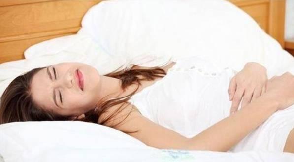 很多女性都会在经期采取蜷缩,俯卧等不正确的睡姿.