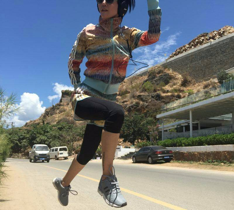 娱乐 正文  素食后的谭维维跑步健身表现也不俗 时不时跑个几公里,是