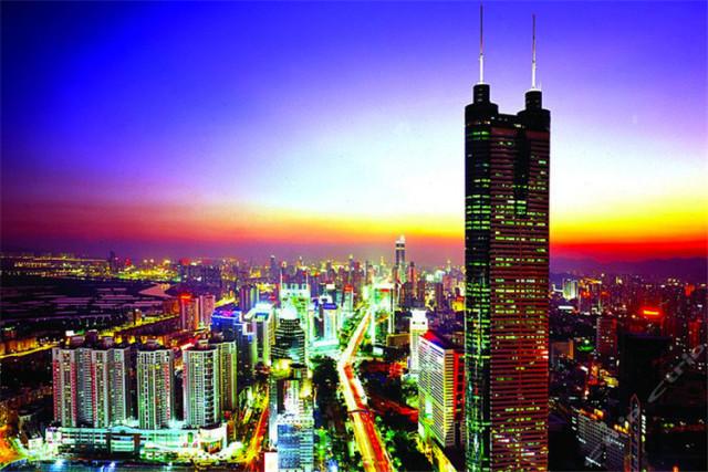旅游 正文  广州塔位于广州市中心,城市新中轴线与珠江景观轴交汇处