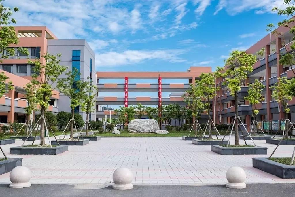 不妨我们来回顾一下南通高新区小学(原金桥小学)的建设历程—— 2012