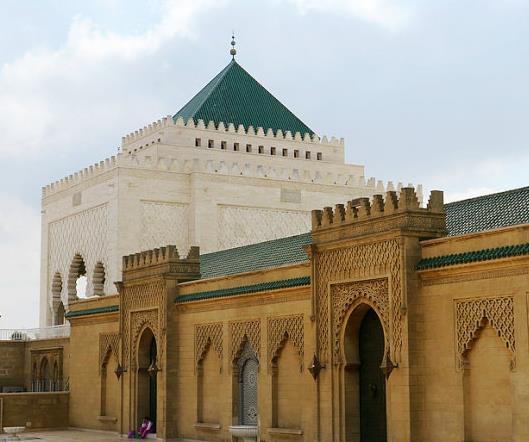 穆罕默德五世陵寝屋顶呈形覆盖着琉璃瓦
