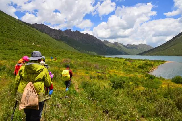 穿越山岭,丛林,沙漠都用得上的徒步技巧!图片