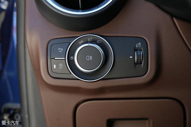 汽车 正文  位于方向盘内侧8点钟位置的点火开关按钮,不仅是对阿尔法