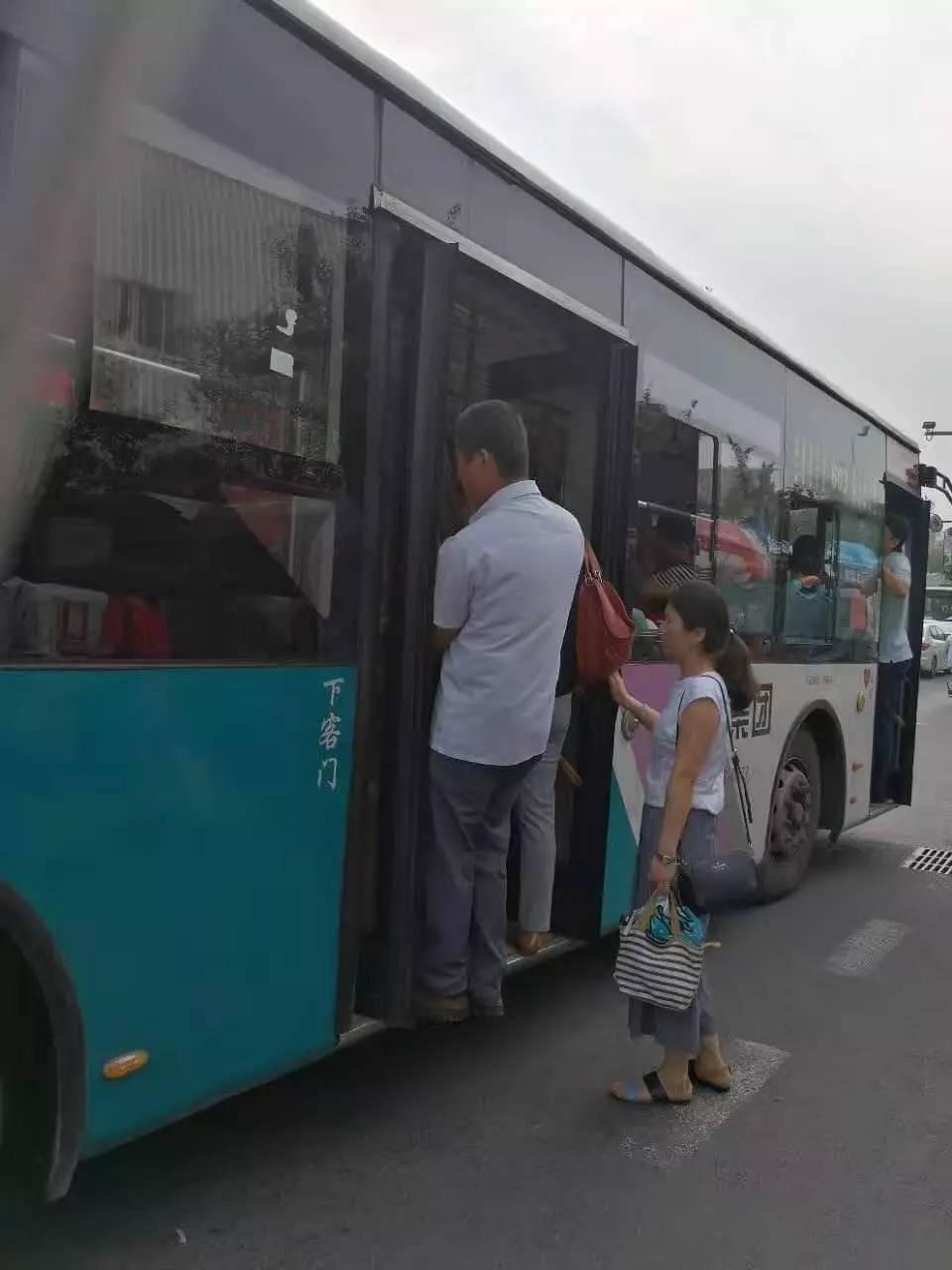 平度至青岛客车发生车祸