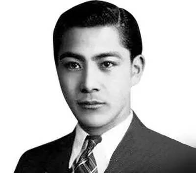 汪精卫年轻超帅照片-这些高颜值的历史名人,全让课本插画毁了